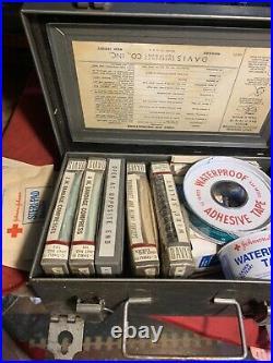Vtg Davis Emergency Equipment Company First Aid Medical Kit Metal Box 8x5x2.5